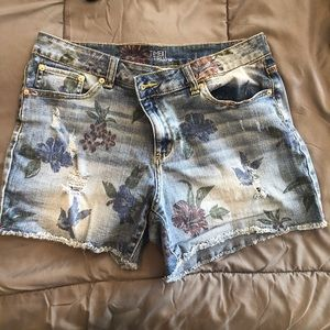Jean Shorts Time and True Floral print 14